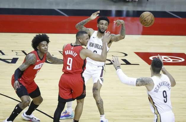 New Orleans Pelicans guard Nickeil Alexander-Walker (6) passes the ball to center Willy Hernangomez (9) over Houston Rockets guard Avery Bradley (9) during the first half of an NBA basketball game at Toyota Center, Sunday, April 4, 2021. Photo: Karen Warren/Staff Photographer / @2021 Houston Chronicle