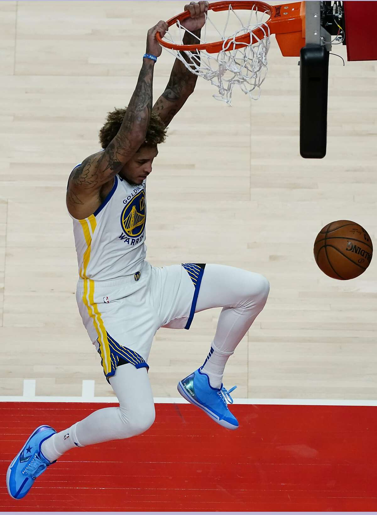 Warriors guard Kelly Oubre Jr. finishes a high-percentage shot against the Atlanta Hawks.
