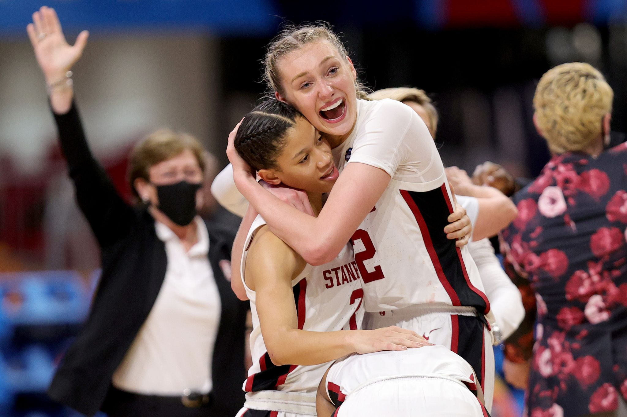 Curry applauds godsister Cameron Brink after Stanford wins title