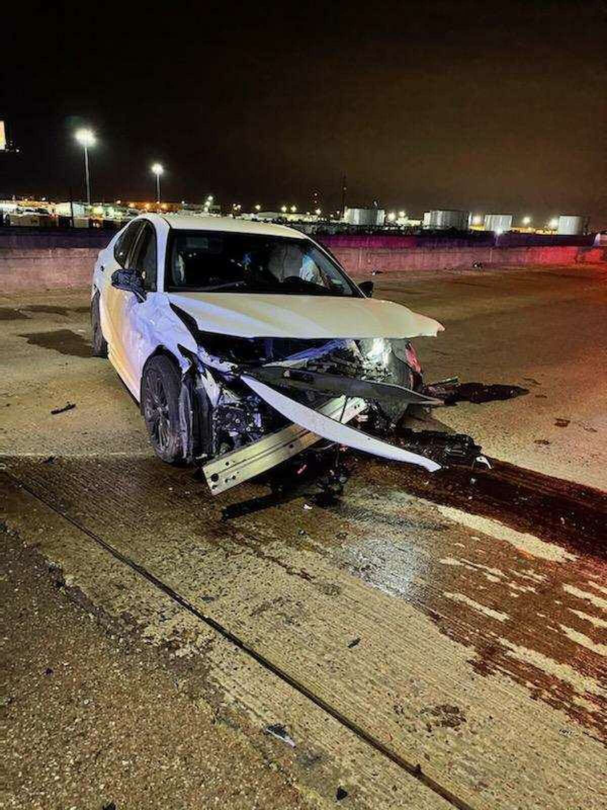 A single-vehicle crash reported on Friday evening in north Laredo left a man and two children injured. The incident occurred on mile marker 13 of Interstate 35. All were reported in stable condition.