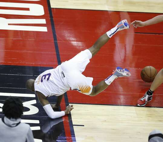 Phoenix Suns guard Chris Paul (3) falls to the ground chasing a ball during the first half of an NBA basketball game at Toyota Center, Monday, April 5, 2021. Photo: Karen Warren/Staff Photographer / @2021 Houston Chronicle