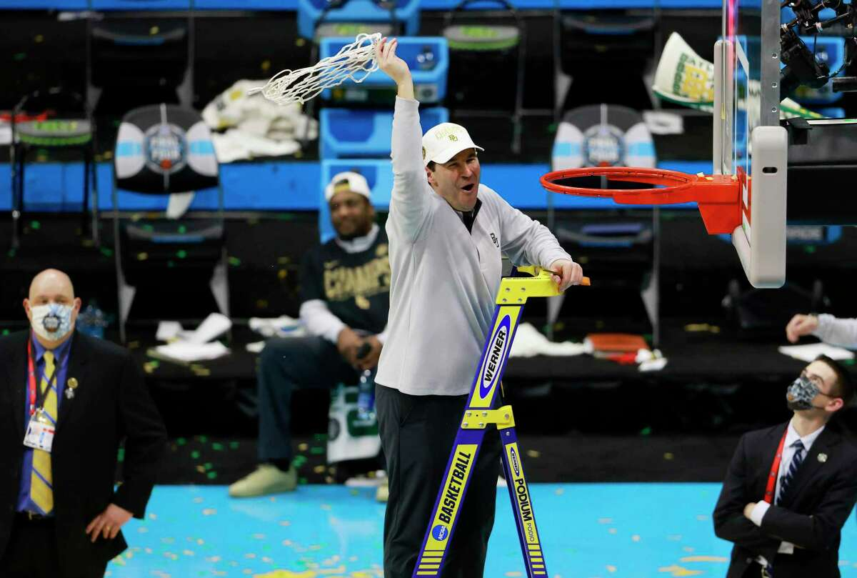 INDIANAPOLIS, INDIANA - APRIL 05: Head coach Scott Drew of the Baylor Bears cuts down the nets after defeating the Gonzaga Bulldogs in the National Championship game of the 2021 NCAA Men's Basketball Tournament at Lucas Oil Stadium on April 05, 2021 in Indianapolis, Indiana. The Baylor Bears defeated the Gonzaga Bulldogs 86-70. (Photo by Justin Casterline/Getty Images)