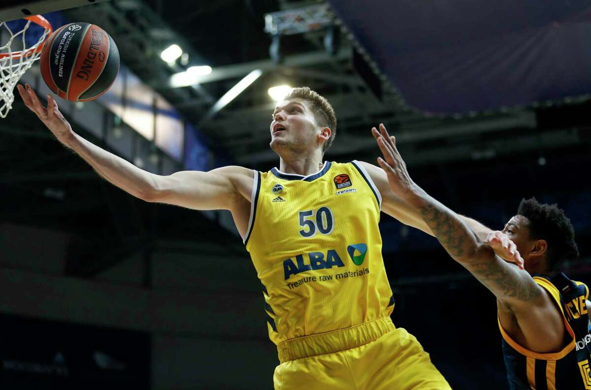 Ben Lammers caught the attention of EuroLeague scouts with his defensive ability, something that intrigued Andrew Brewer, his coach at Alamo Heights.
