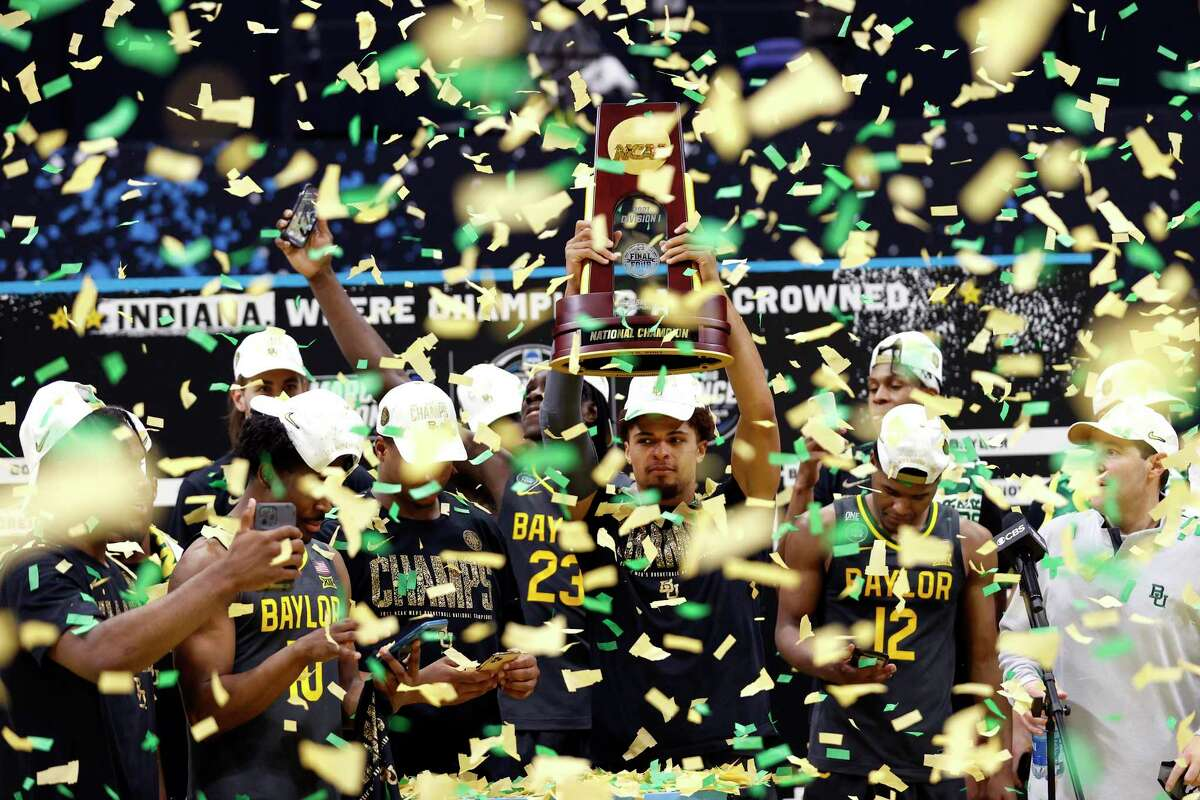 INDIANAPOLIS, INDIANA - APRIL 05: MaCio Teague #31 of the Baylor Bears holds up the trophy after defeating the Gonzaga Bulldogs 86-70 in the National Championship game of the 2021 NCAA Men's Basketball Tournament at Lucas Oil Stadium on April 05, 2021 in Indianapolis, Indiana. (Photo by Jamie Squire/Getty Images)