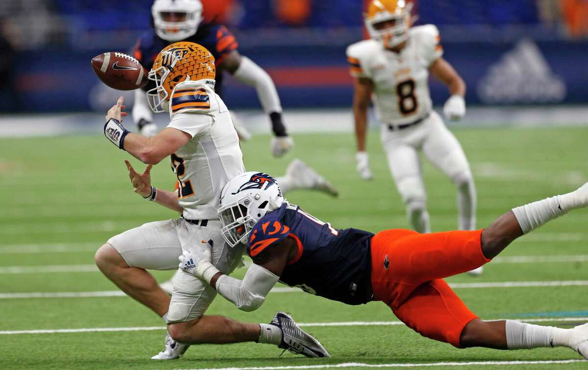 Tackle Lorenzo Dantzler, causing a fumble against UTEP last season, is going to use a granted extra eligibility year to provide UTSA another experienced starter on the defensive line.