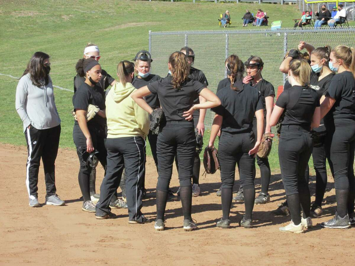 Thomaston coach Kelly Finlay gets rapt attention from a Golden Bear team that sat out with the rest of the state last spring.