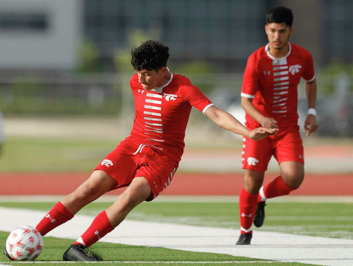 Splendora's Martin Barajas (7) makes a long pass down field during the first period of a Region III-4A semifinal match at Cypress Park High School, Tuesday, April 6, 2021, in Cypress.