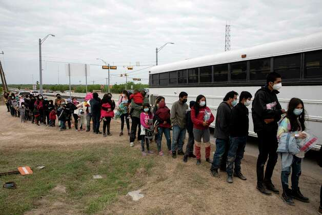 Migrant families near La Joya, Texas, on the  border with Mexico, wait to be processed by Border Patrol agents. Photo: Jessica Phelps, San Antonio Express-News / **MANDATORY CREDIT FOR PHOTOG AND SAN ANTONIO EXPRESS-NEWS/NO SALES/MAGS OUT/TV  © 2021 San Antonio Express-News
