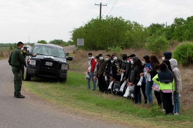 A large group of unaccompanied minors in La Joya wait for their names to be called so they can board a bus and be processed. Photo: Jessica Phelps / ©2021 San Antonio Express-News