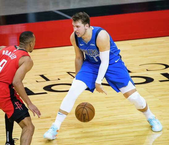 Dallas Mavericks guard Luka Doncic (77) prepares to drive defended by Houston Rockets guard Avery Bradley (9) during the first quarter of an NBA game between the Houston Rockets and Dallas Mavericks on Wednesday, April 7, 2021, at Toyota Center in Houston. Photo: Mark Mulligan, Staff Photographer / © 2021 Mark Mulligan / Houston Chronicle