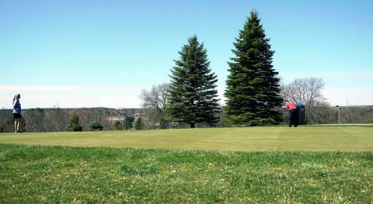 Golfers at the Katke Golf Course may soon be able to consume alcoholic beverages while golfing. FSU is applying for a resort liquor license. (Pioneer file photo)