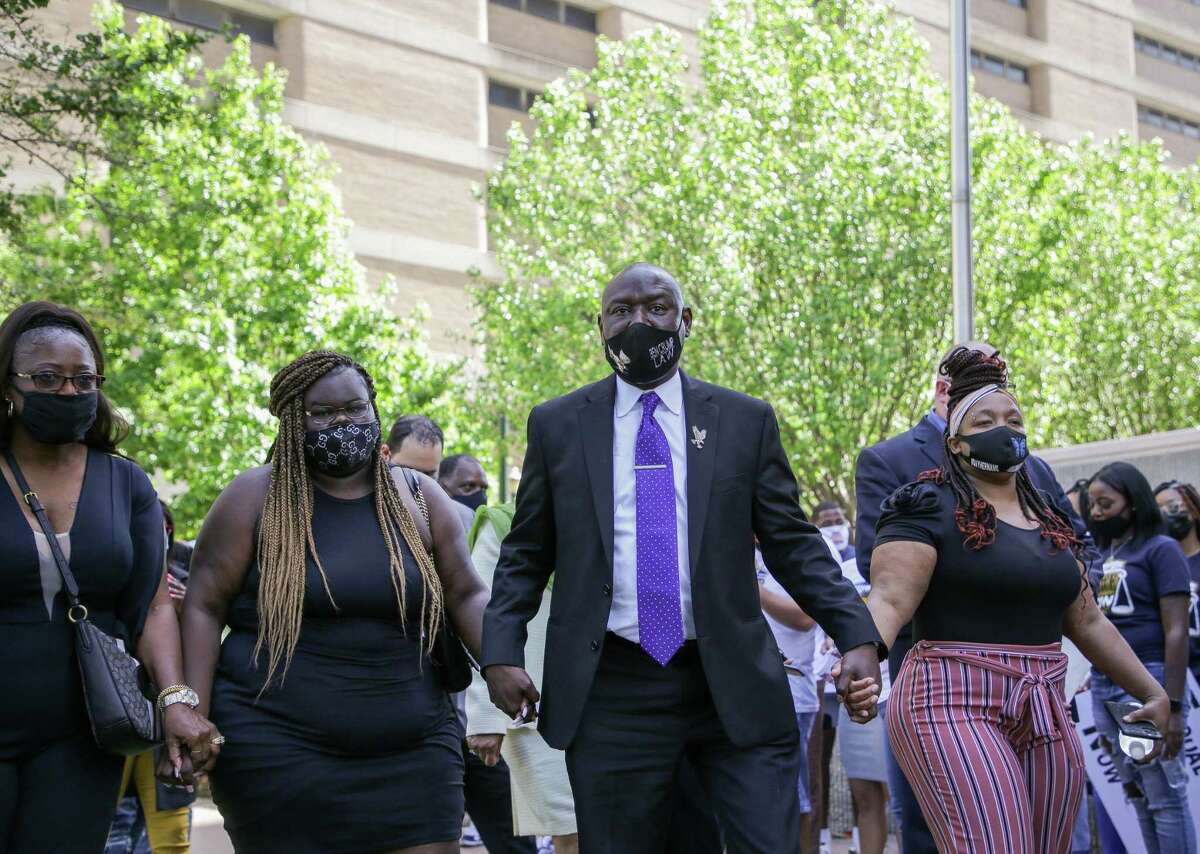 Attorney Benjamin Crump, center, walks hand-in-hand with Chelsie Ruben, left, and Tamika Palmer, right, as they arrived for a press conference outside the Harris County Civil Courthouse on Thursday, April 8, 2021, in Houston. Crump announced the filing of a federal lawsuit against Baytown Police officer Juan Delacruz in the death of Pamela Turner on May 13, 2019.
