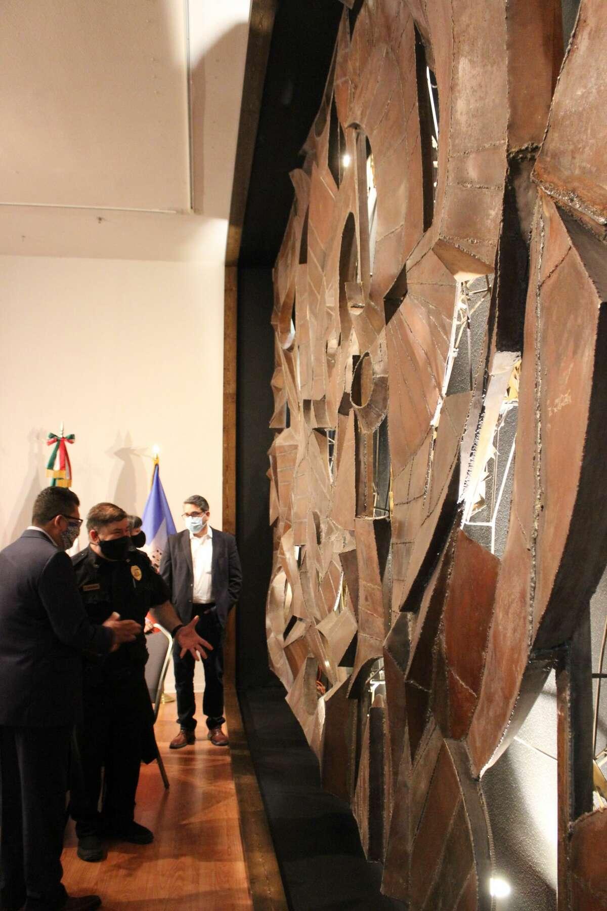 El fresco ocupaba una pared entera, para asombro de los invitados.