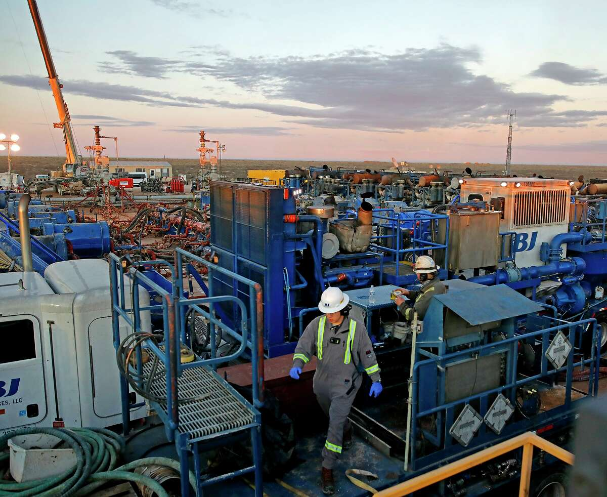 The number of new hydraulic fracturing wells across the U.S. and Canada in March reached 1,064, a 12-month high.