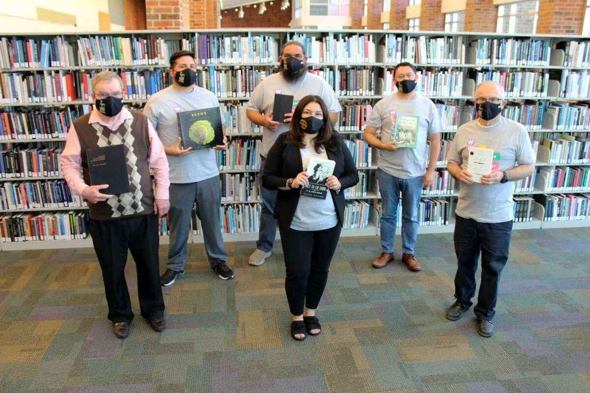 Abril marca otro año en el que los 15 empleados de la biblioteca de LC, que tienen una experiencia combinada de 202 años, continuarán ofreciendo instrucción bibliográfica y servicios de calidad a la comunidad.