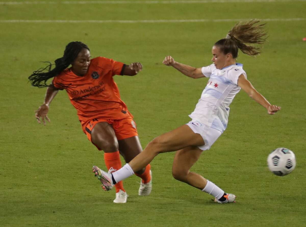 Houston Dash forward Jamia Fields (24) knocks the ball away from Chicago's Sarah Gorden during the second half of a 2021 NWSL Challenge Cup presented by Secret Deodorant at BBVA Compass Stadium on Friday, April 9, 2021, in Houston.