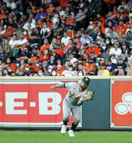 Oakland Athletics right fielder Ka'ai Tom (1) catches Houston Astros  Myles Straw's fly out during the third inning of an MLB baseball game at Minute Maid Park, in Houston, Saturday, April 10, 2021. Photo: Karen Warren, Staff Photographer / @2021 Houston Chronicle