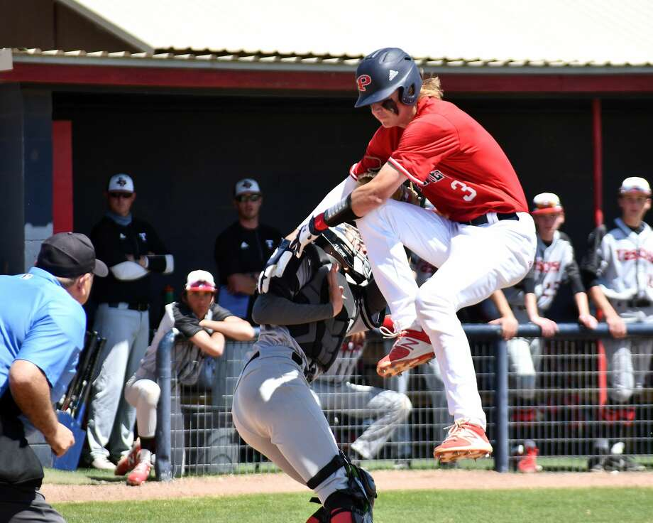 Plainview hosted Amarillo Tascosa in a District 3-5A baseball game at Bulldog Park on Saturday. Photo: Nathan Giese/Planview Herald