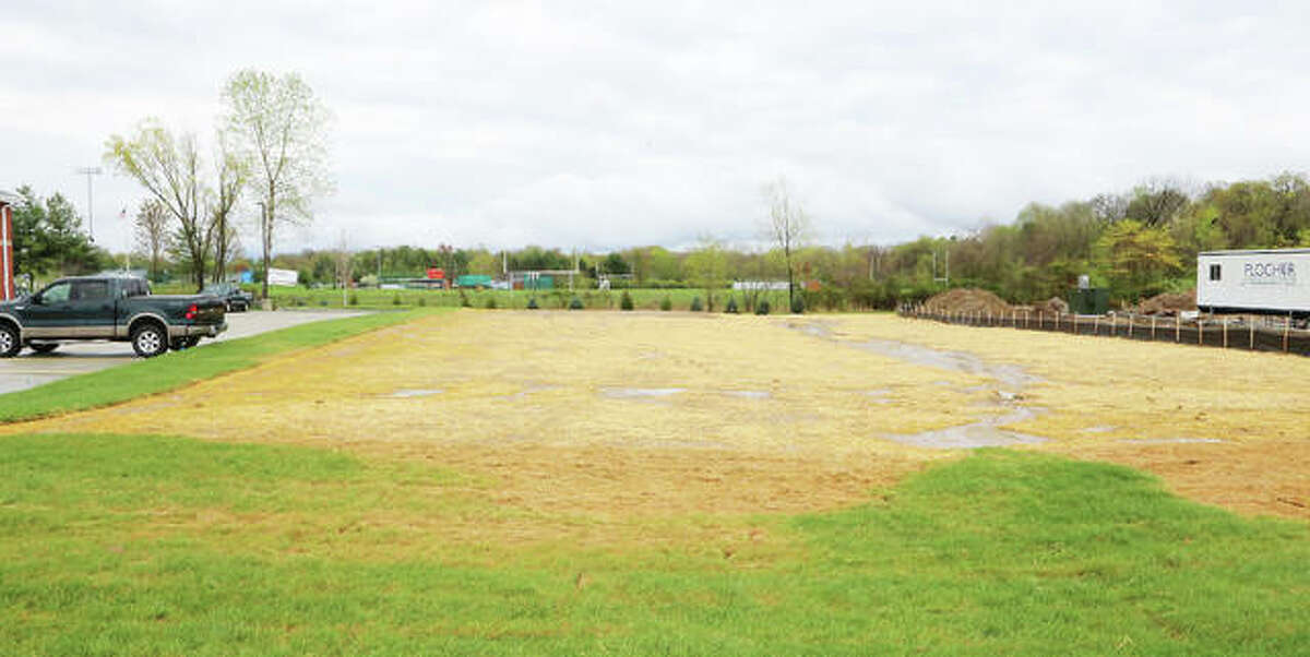The site of a new car wash will be located next door to the newly-opened Dobbs Tire & Auto Centers in Edwardsville.