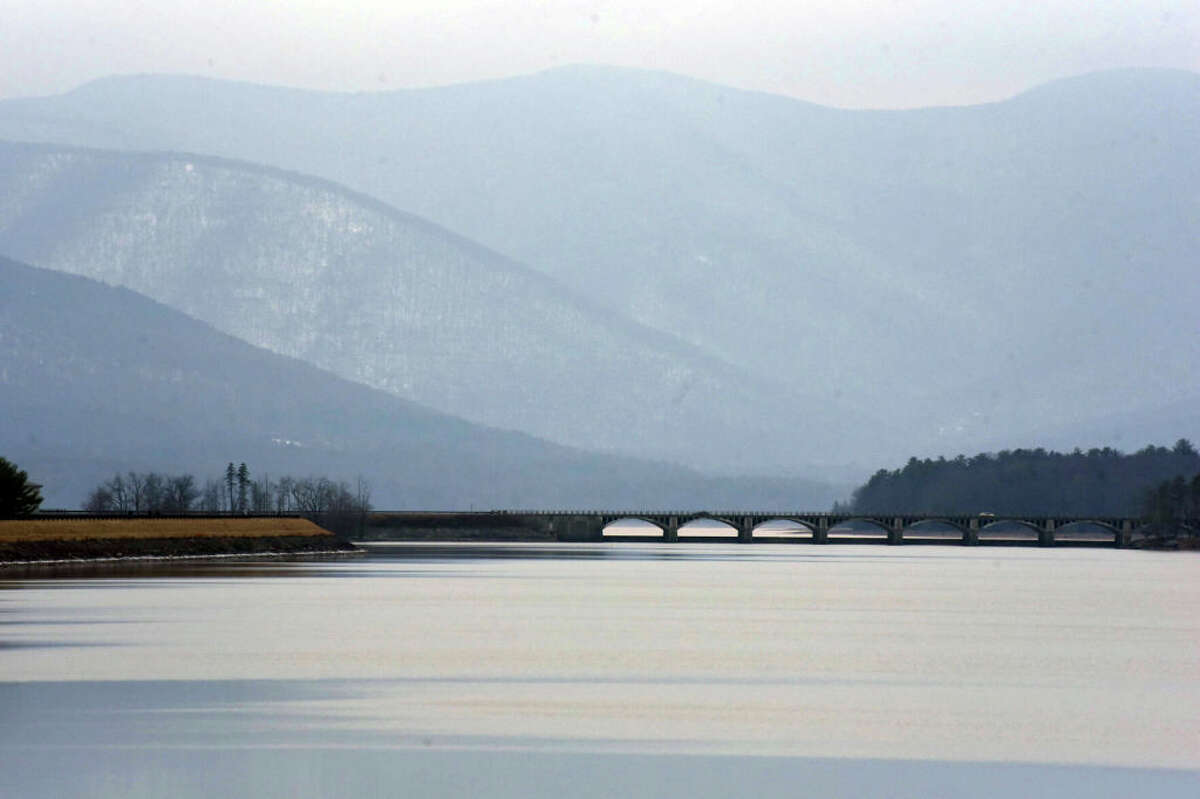 A California energy company scrapped its proposed plan to site a hydroelectric plant on the Ashokan Reservoir after opposition from the local community and NYC. The reservoir is a major source of drinking water to the city's residents.
