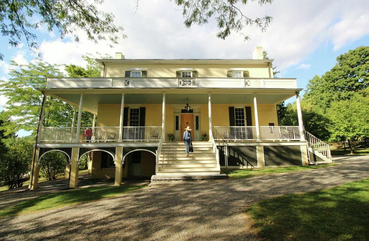 1815 Main House (Credit: Escape Brooklyn)