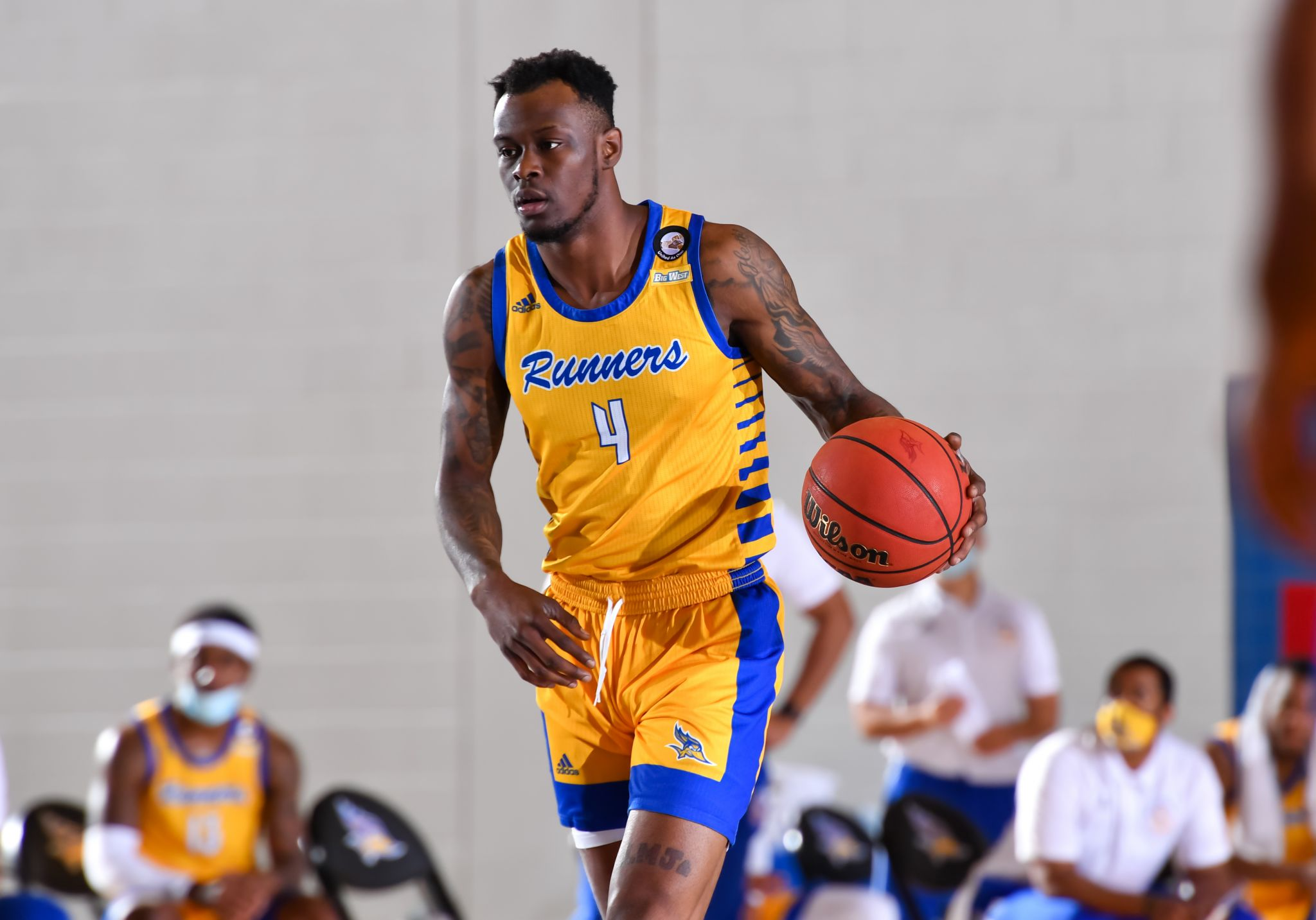 UH adds graduate transfer Taze Moore from Cal State Bakersfield