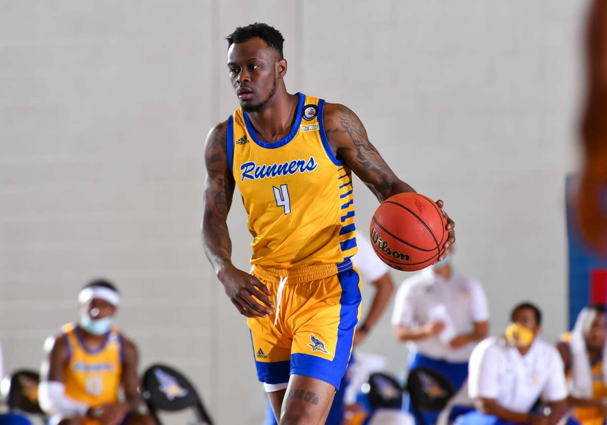 Former Cal State Bakersfield player Taze Moore becomes the second graduate transfer to join the Cougars this offseason.