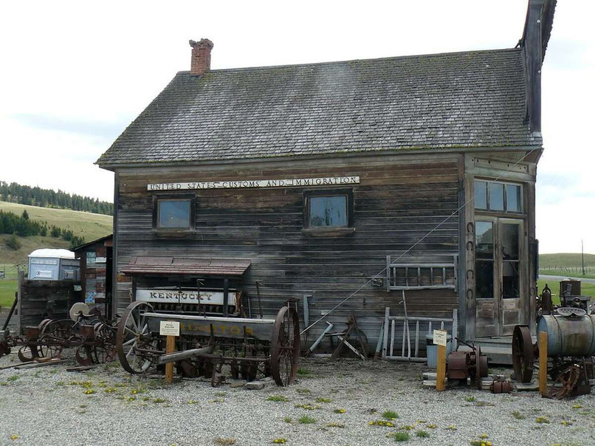 Molson, Washington is just one of the Evergreen State's ghost towns.