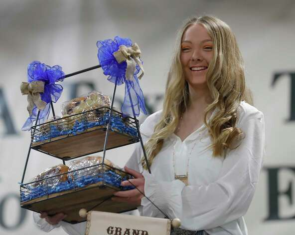 Journey Mathis of Willis FFA won grand champion yeast bread for her blueberry bread during the non-livestock auction at the Montgomery County Fair and Rodeo, Monday, April 12, 2021, in Conroe. Photo: Jason Fochtman, Houston Chronicle / Staff Photographer / 2021 © Houston Chronicle