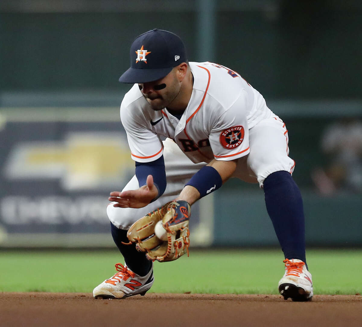 After high-profile errors in last year's ALCS, Astros second baseman Jose Altuve is returning to form defensively.