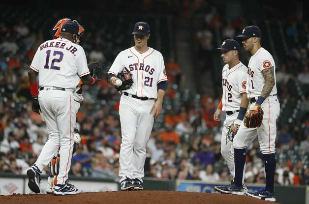 Houston Astros starting pitcher Zack Greinke (21) prepares to get pulled by manager Dusty Baker Jr. during the fifth inning of an MLB baseball game at Minute Maid Park, in Houston, Monday, April 12, 2021. Photo: Karen Warren/Staff Photographer / @2021 Houston Chronicle