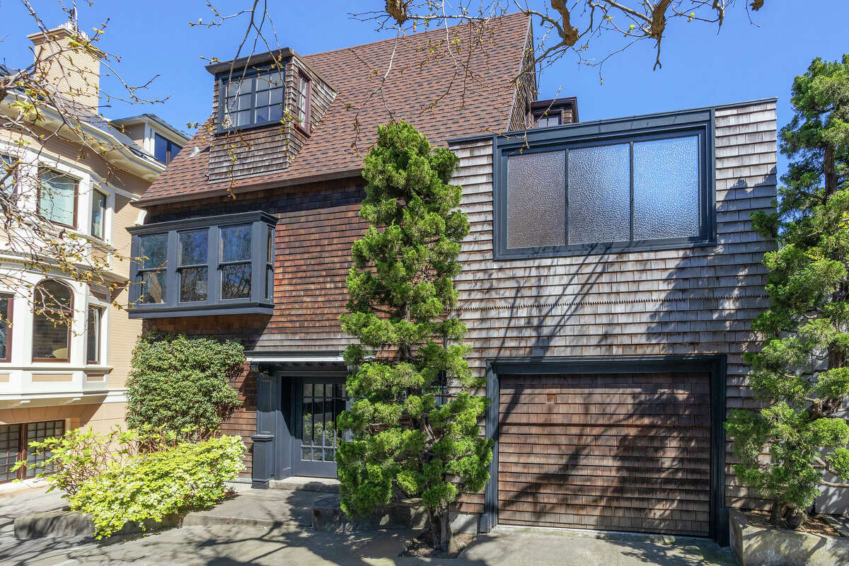 The home spans 4,235 square feet and is just a short walk to two parks as well as the Lyon Street Steps into the Presidio.