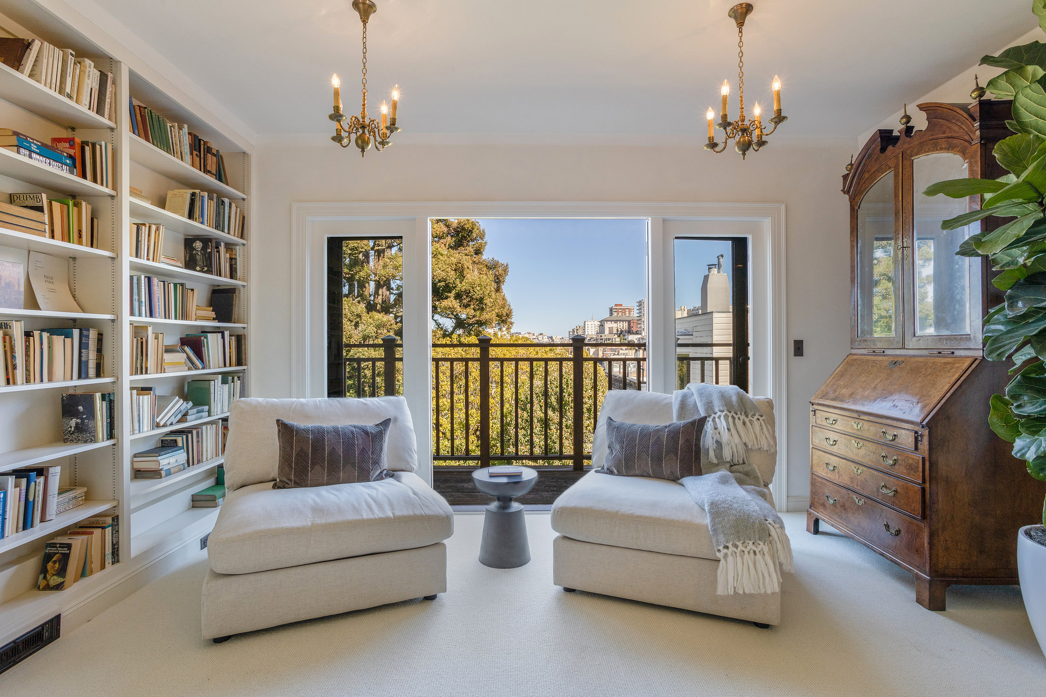 The primary bedroom features astep-out balcony with Pac Heights views.