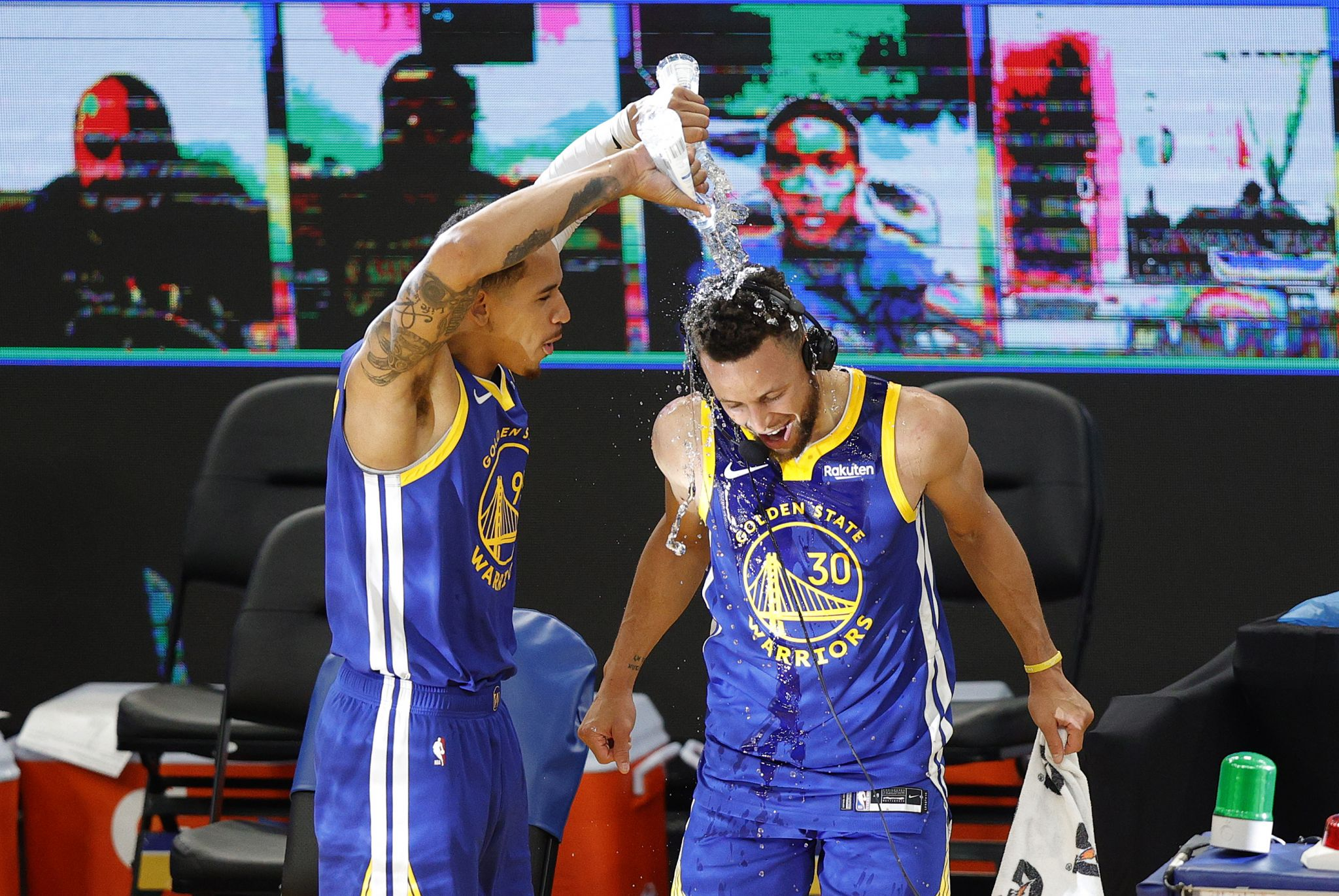 Dubs legend surprises Curry after he sets scoring record