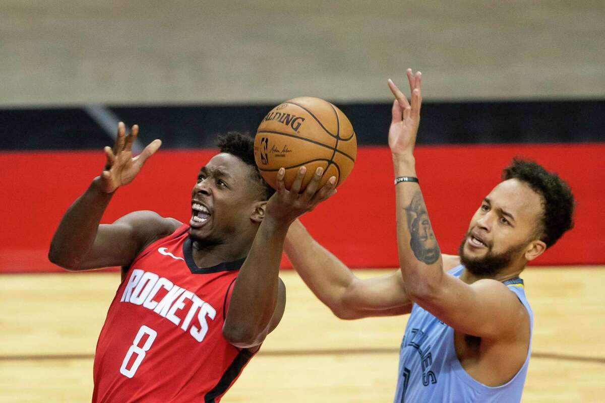 Jae'Sean Tate, driving past Kyle Anderson of Memphis, will get to face former high school teammate Caris LeVert on Wednesday.