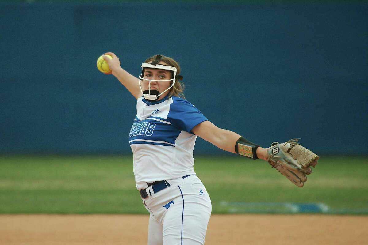 Friendswood's Janelle Wilson (13) pitches against Baytown Lee Tuesday, Apr. 13 at Friendswood High School.