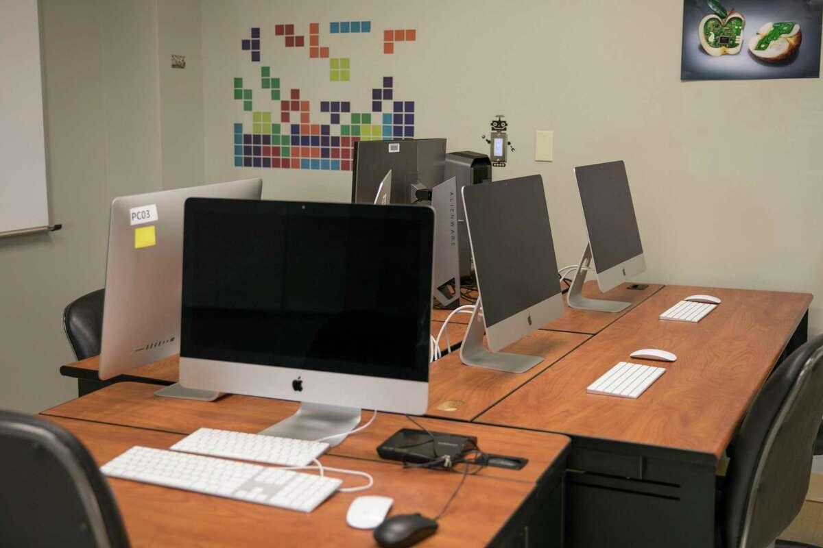 Este nuevo título ampliará las opciones educativas y profesionales de los estudiantes de LC que persiguen carreras dentro de los campos de la informática y la informática.