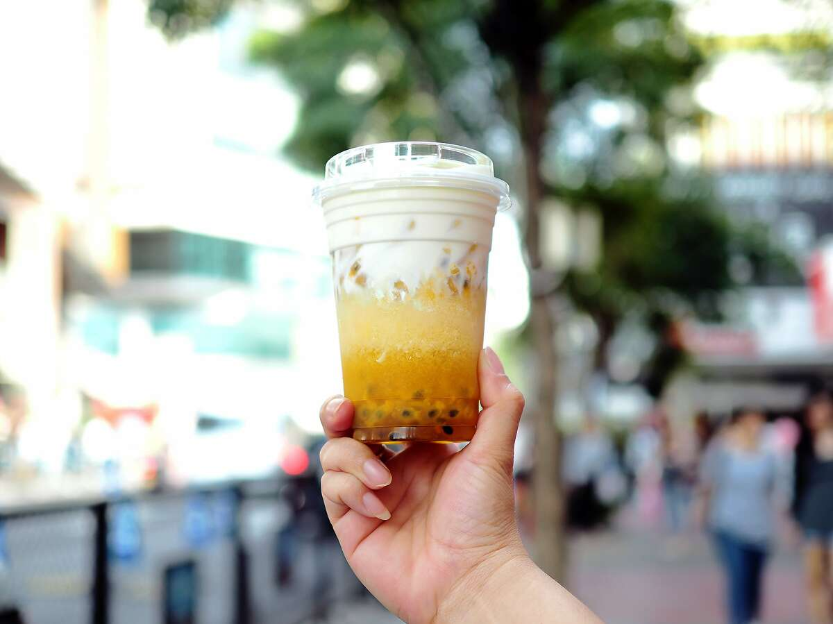 This passionfruit tea has a nice, thick layer of that sweet, sweet cheese foam on top - no boba required.