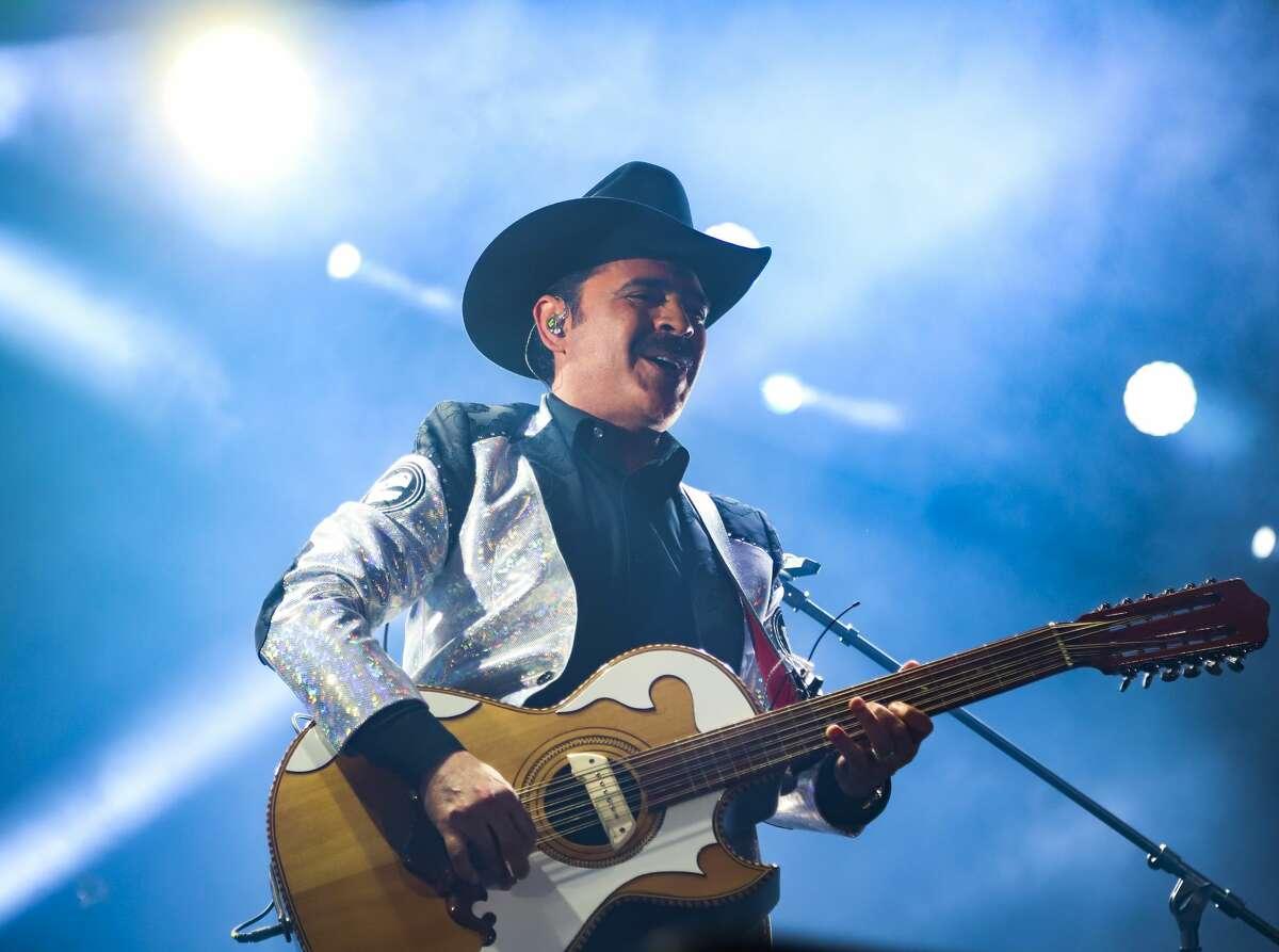 Mario Quintero of Los Tucanes de Tijuana performs on stage. (Photo by Medios y Media/Getty Images)