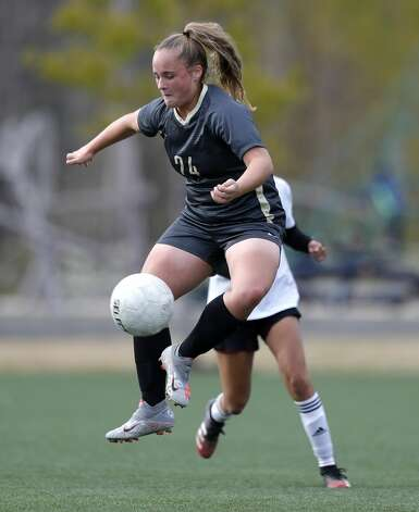 Conroe'€™s Jenna Labay (24) controls the ball in the first period of a match during the Lady Highlander Invitational at Gosling Sports Field, Thursday, Jan. 7, 2021, in The Woodlands. Photo: Jason Fochtman/Staff Photographer / 2021 © Houston Chronicle