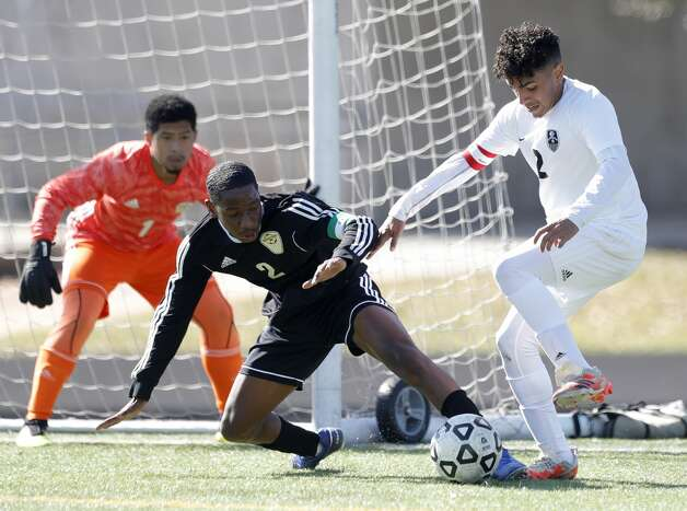 Conroe'€™s Carlos Salinas (2) works the ball against Sharpstown's Jostin Garcia Lagos (2) as goalie Joalmo Cavezas (1) looks on in the first period of a match during the Kilt Cup soccer tournament, Saturday, Jan. 9, 2021, in Conroe. Conroe defeated Sharpstown 4-3. Photo: Jason Fochtman/Staff Photographer / 2021 © Houston Chronicle