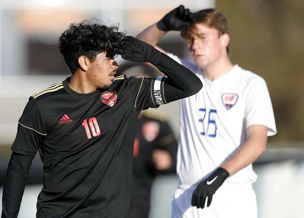Caney Creek'€™s Jessie Perez (10) shields his face from the sun in the first period of a soccer match during the Humble ISD Bayou City Classic at Kingwood High School, Friday, Jan. 15, 2021, in Kingwood. Photo: Jason Fochtman/Staff Photographer / 2021 © Houston Chronicle
