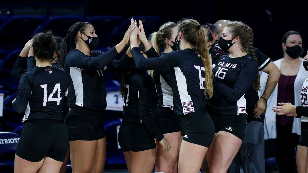 TAMIU upset No. 9 Gannon 3-2 (25-23, 19-25, 22-25, 30-28, 17-15) Wednesday on the opening day of the AVCA Division II Women's National Championship Tournament in Dallas.