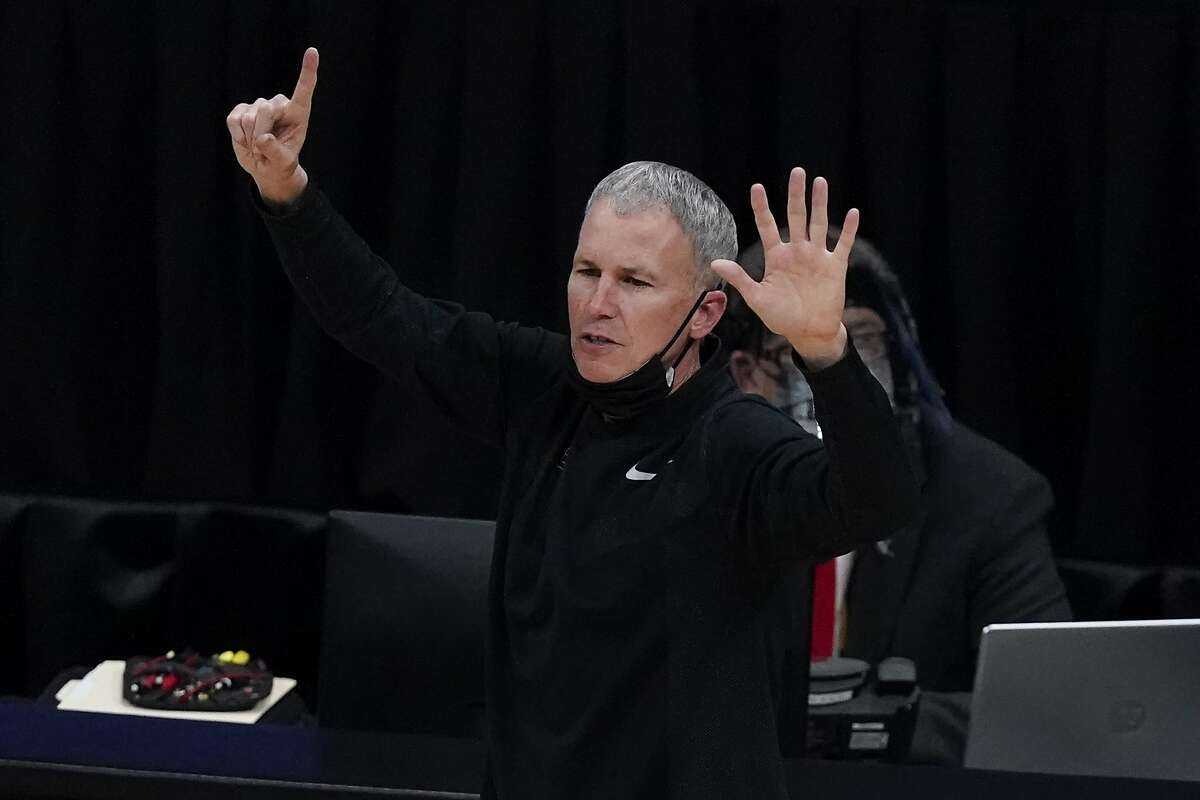 Southern California head coach Andy Enfield directs his team during the second half of an Elite 8 game against Gonzaga in the NCAA men's college basketball tournament at Lucas Oil Stadium, Tuesday, March 30, 2021, in Indianapolis. (AP Photo/Michael Conroy)