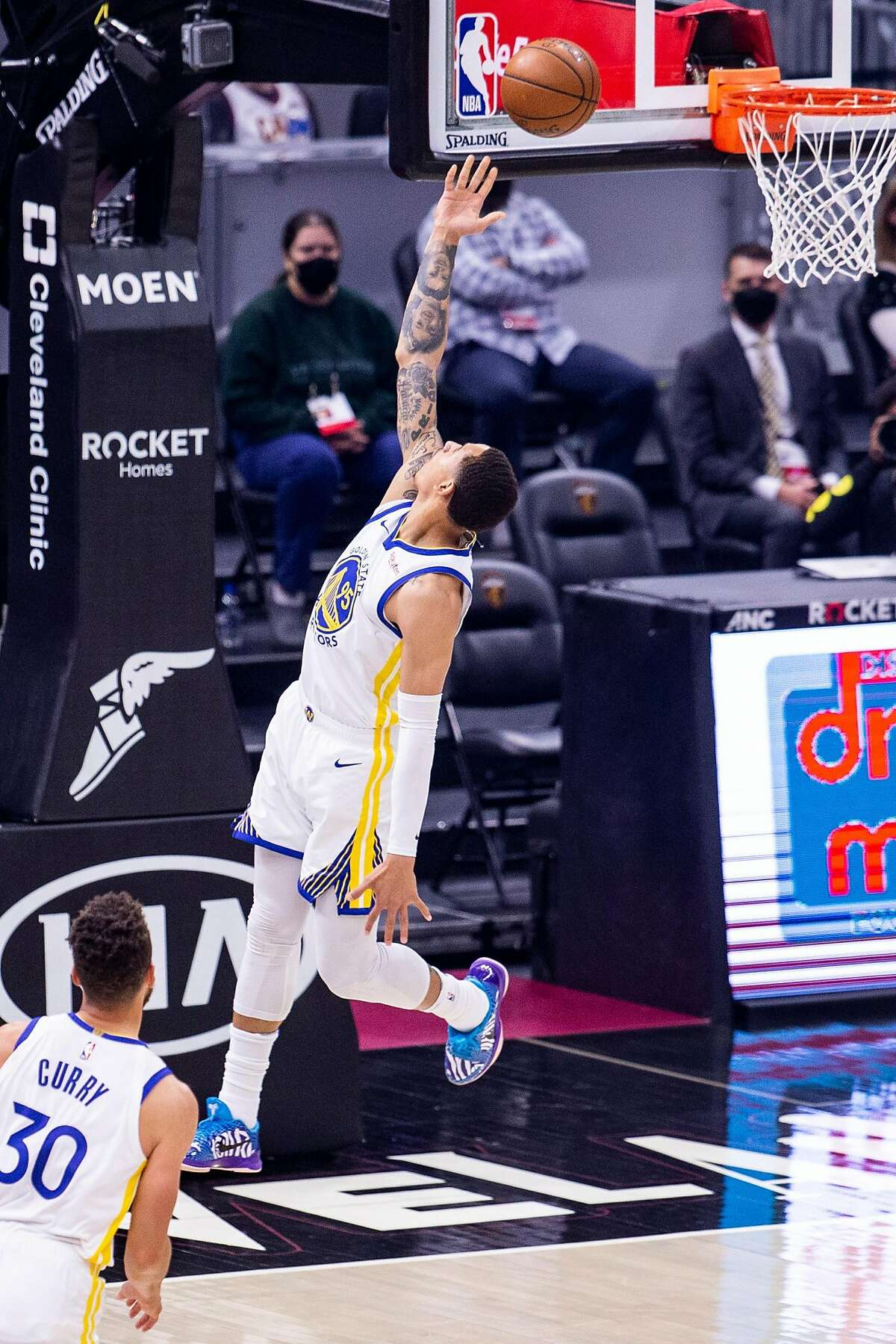 CLEVELAND, OH - APRIL 15: Juan Toscano-Anderson #95 of the Golden State Warriors scores during the first quarter against the Cleveland Cavaliers at Rocket Mortgage Fieldhouse on April 15, 2021 in Cleveland, Ohio. NOTE TO USER: User expressly acknowledges and agrees that, by downloading and or using this photograph, User is consenting to the terms and conditions of the Getty Images License Agreement. (Photo by Lauren Bacho/Getty Images)