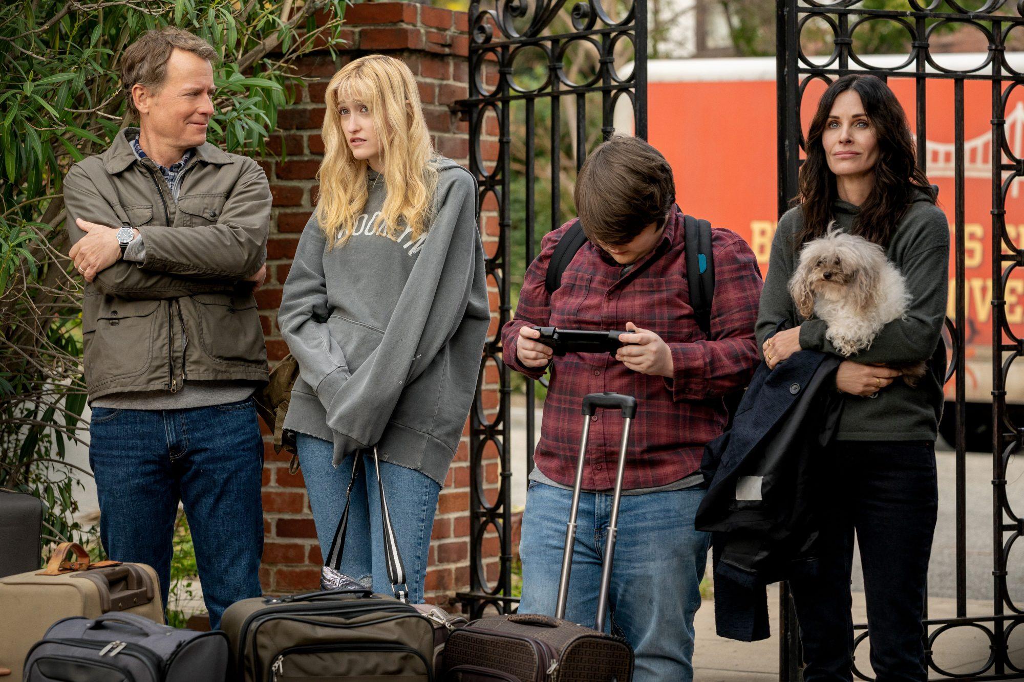 Courteney Cox, Greg Kinnear, Mira Sorvino Horror Comedy 'Shining Vale' Ordered to Series at Starz