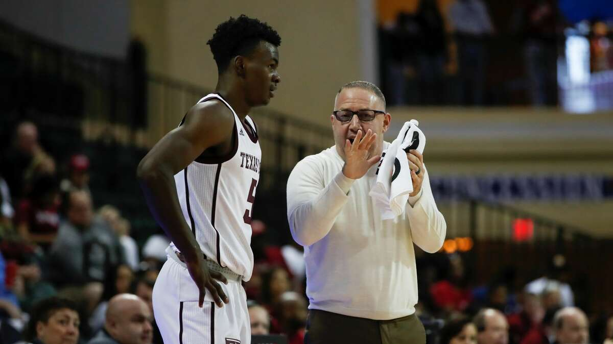 ORLANDO, FL - NOVEMBER 29: Texas A&M Aggies head coach Buzz Williams talks to Texas A&M Aggies forward Emanuel Miller (5) during the 2019 Orlando Invitational mens college basketball game between the Temple Owls and Texas A&M Aggies on November 29, 2019 at the HP Field House in Orlando, FL. (Photo by Mark LoMoglio/Icon Sportswire via Getty Images)