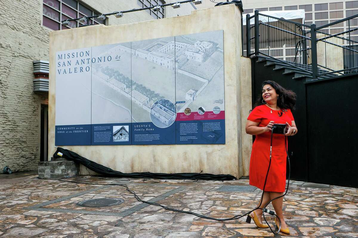 District 3 City Councilwoman Rebecca Viagran unveils a mural depicting the southwest corner of the original Alamo Compound as state and local officials gathered for the unveiling of a new outdoor