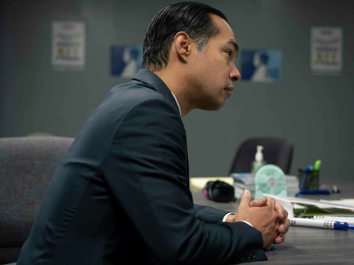 Julián Castro, a former three-term San Antonio mayor and former U.S. secretary of housing, endorsed Proposition B last week, saying it's not anti-police but pro-accountability. A reader wishes Castro had expressed this while he was at City Hall.
