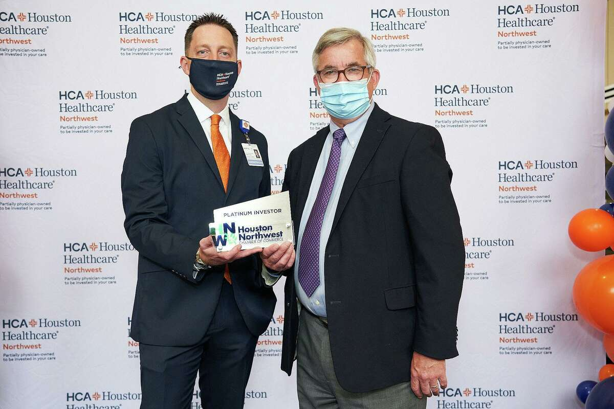 Scott Davis, CEO for HCA Healthcare Northwest receives a membership plaque from Bobby Lieb, President and CEO of Houston Northwest Chamber of Commerce.